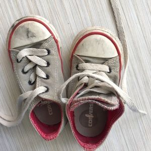 Toddler's converse shoes